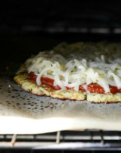 The Best Cauliflower Crust Pizza I howsweeteats.com