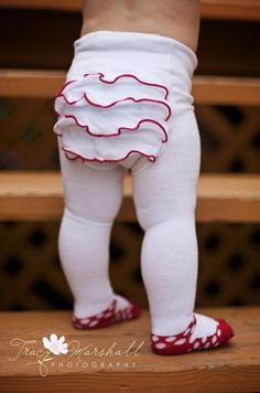 Ruffle tights!!!! If only I had a baby girl. www.sheshemade.com