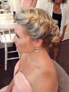 Braided and full : this particular bridesmaid had shoulder length fine hair. Volume is possible! www.blushpretty.com