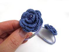 Classy Crochet: Purple crochet flower elastic hair ties - No pattern. Crochet Puff Flower, Crochet Flower Patterns, Love Crochet, Crochet Motif, Crochet Flowers, Knit Crochet, Crochet Hair Clips, Crochet Hair Styles, Borboleta Crochet