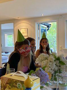 17th Birthday, Birthday Parties, Happy Birthday, Bday Girl, Teenage Dream, Friend Pictures, Photo Dump, Birthday Photos, Party Time