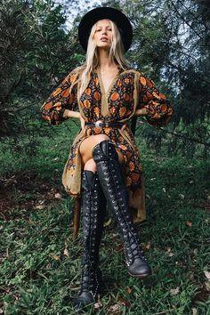 Hippie Outfits, Edgy Outfits, Fashion Outfits, Boho Fashion, Autumn Fashion, Vintage Fashion, Glam Rock, Chasing Unicorns, Boho Aesthetic