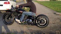 Sitting on the battery is also convenient #harley_davidson_breakout#fxsb#harleybreakout#harleydavidsonmotorcycles#harleylife#breakoutfriends#harley#breakout#custom#harleydavidsonbreakout#softail#motorcycle#harleydavidson#harleycustom#softailbreakout#cvobreakout#custombike#chopper#softailcustom#harleydavidsonsoftail#harleydavidsonbreakoutfriends#hdnation#hdbreakout#liveyourlegend#motorrad#harleychoppers#vtwin#harleys#motorcyclelife