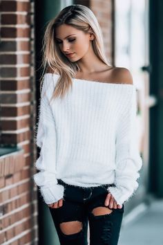 Der Neue Schulterfrei Pullover Source by Joann_Teresa the shoulder sweater Girly Outfits, Casual Outfits, Cute Outfits, Fashion Outfits, Fashion Tips, Off The Shoulder Top Outfit, Off Shoulder Sweater, Off Shoulder Tops, Jumper Outfit