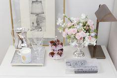 Para as flores, nossas escolhas foram orquídeas, rosas e candivas, lindamente arranjadas pelo querido Marcinho Leme, da Milplantas, sobre ânfora em prata também by Couvert.