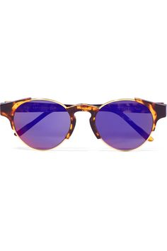 Introduced to super's line of products in 2015, giaguaro cove ii was inspired by some of the most classic yet sporty eyewear designs. With a functional aesthetic appeal, borrowed from californian surf culture, this model matches a simple havana acetate and gold metalwork with vibrant colorful mirrored lenses by zeiss in blue.