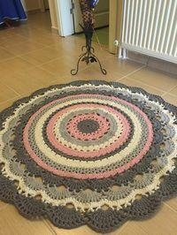 24 Ideas For Crochet Scarf Flower Hats Crochet Doily Rug, Crochet Rug Patterns, Crochet Carpet, Crochet Round, Double Crochet, Hand Crochet, Knitting Patterns, Baby Mermaid Crochet, Knit Rug
