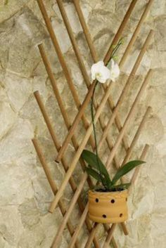 Bamboo Planter, Bamboo Lamp, Burlap Crafts, Wood Crafts, Bamboo Crafts, Diy Home Decor Easy, Bamboo Design, Wooden Decor, Crafty Projects