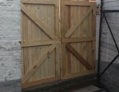 voila mon nouveau portail après mise en place Diy Gate, Decoration, Feng Shui, Tall Cabinet Storage, Woodworking Projects, Shed, Home And Garden, Place, Outdoor Structures