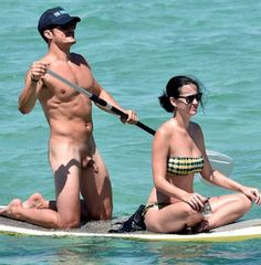Orlando Bloom NSFW photos with his date Katy Perry on a private island decided to do some paddle boarding in the buff. Didn't realize a paparazzi was anchored in a boat offshore snapping away. Orlando Bloom, Justin Bieber, Katy Perry Bikini, Lgbt, Jack Whitehall, Hollywood Life, British Actors, Celebrity News, Naked