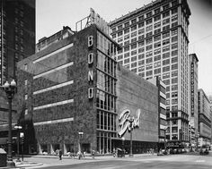 Parking architecture in Chicago: a history of place to put your car via @ForgottenChi #chicagohistoryresources #studychicagohistory #chicagoarchitecture