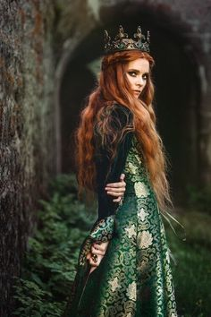 Red hair Princess queen of the forest character inspiration medieval fantasy Medieval Dress, Medieval Fantasy, Fantasy Inspiration, Character Inspiration, Foto Fantasy, Fantasy Art, Fantasy Tips, Fantasy Fiction, Fantasy Photography