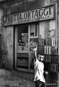 Quartieri Spagnoli - Napoli Photo: fabriziojelmini©2014 Urban Photography, Film Photography, Street Photography, Vintage Photographs, Vintage Photos, Best Of Italy, Photo Vintage, Vintage Italy, School Photos