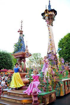 Disneyland // Mickey's Soundsational Parade // Snow White // Rapunzel // Sleeping Beauty