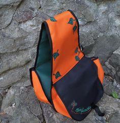 Brašna na koně. Sling Backpack, Backpacks, Bags, Fashion, Handbags, Moda, Fashion Styles, Backpack, Fashion Illustrations