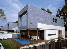 Viviendas unifamiliares en Valencia, proyecto de Antonio Altarriba Comes.  780 m2 de filita JBERNARDOS al corte.