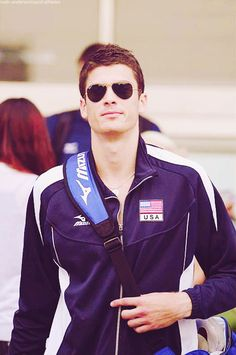 My BFF future husband :D All rights reserved :P Matthew Anderson, team Zenit Kazan& the USA volleyball national team. Olympic Volleyball Players, Usa Volleyball, Volleyball Shirts, Volleyball Pictures, Matt Anderson Volleyball, Volleyball Setter, Softball Pics, Matthew Anderson, Raining Men