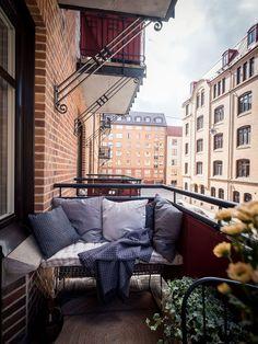 〚 Скандинавский интерьер с розовым потолком (83 кв. м) 〛 ◾ Фото ◾ Идеи◾ Дизайн Organic Modern, Outdoor Settings, Minimalist Decor, Porch Swing, Outdoor Furniture, Outdoor Decor, The Great Outdoors, Future House, Patio