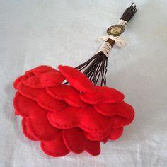 Create a Unique Bouquet of Felt Hearts www.guidecentr.al/Create-a-Unique-Bouquet-of-Felt-Hearts/nha8kSkFjR
