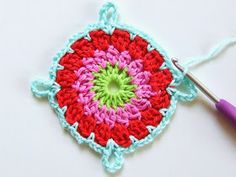 How to Crochet Granny Square Blanket Diy Crochet Flowers, Crochet African Flowers, Crochet Flower Patterns, Crochet Stitches Patterns, Knitting Patterns, Granny Square Häkelanleitung, Granny Square Crochet Pattern, Crochet Granny, Crochet Motif