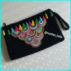 Marvelous Crochet A Shell Stitch Purse Bag Ideas. Wonderful Crochet A Shell Stitch Purse Bag Ideas. Crochet Bikini Pattern, Crochet Pouch, Crochet Lace, Crochet Dollies, Crochet Handbags, Crochet Purses, Handmade Kids Bags, Hand Knit Bag, Intarsia Knitting
