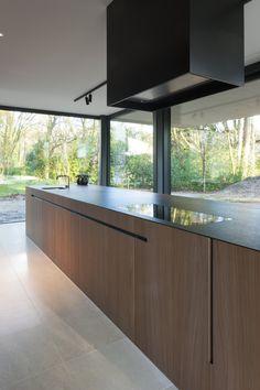 Grand Kitchen, Modern Kitchen Island, Kitchen Banquette, Kitchen Cupboards, Casa Kardashian, Minimal Kitchen Design, Living Tv, Hidden Kitchen, Cocinas Kitchen