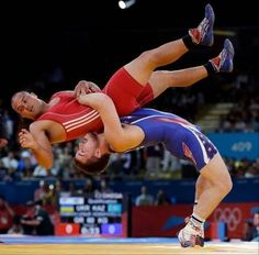 Keitani Graham of Micronesia competes against Charles Edward Betts of the United States, right, during the Greco-Roman wrestling competition at the 2012 Summer Olympics, Monday, Aug. Olympic Wrestling, College Wrestling, Men's Wrestling, Olympic Sports, Olympic Games, Wrestling Singlet, Wrestling Videos, Olympic Athletes, 2012 Summer Olympics