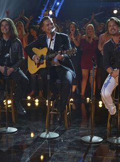 """Grown-Up Hanson Drops Amazing Acoustic """"MMMBop"""" Cover #refinery29"""