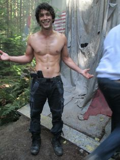 Oh my god  ❤ I can't breath | Bob Morley as Bellamy Blake at The 100 Set