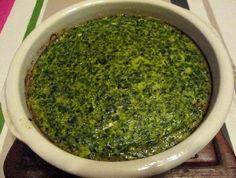 Le #flan aux épinards est une #recette facile et rapide à préparer. Ce flan moelleux et savoureux constitue une délicieuse entrée chaude pour 4 personnes : - 500 g d'épinards hachés surgelés - 4 oeufs - 20 cl de crème liquide - 10 cl de lait - 1 à 2 cuillers à café de curry en poudre - sel et poivre - une noix de beurre pour le moule A noter : pour réaliser une variante plus exotique de cette recette, vous pouvez remplacer le curry par du colombo et le lait par du lait de coco.