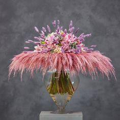 Доброе утро друзья! Утро в Москве радует чистым небом и хочется надеяться что ближайшие дни будет стоять хорошая погода! Фото сегодня -… Contemporary Flower Arrangements, Floral Arrangements, Flower Shop Design, Floral Design, Art Floral, Bouquets, Beautiful Flowers, Vase, Deco