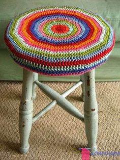 crochet cover for stool Crochet Home, Love Crochet, Learn To Crochet, Knit Crochet, Crochet Cushion Cover, Crochet Cushions, Crochet Furniture, Stool Covers, Crochet Circles