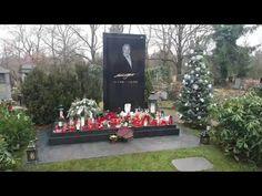 Hrob Karla Gotta: Malvazinky Praha-Smíchov 21.12. 2019 - YouTube Karel Gott, 21st, Make It Yourself, Table Decorations, Retro, Youtube, Celebrity, Deutsch, Rustic