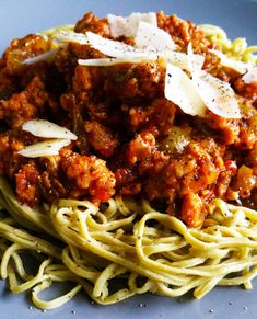 Enjoy this ground chicken spaghetti with edamame noodles, bursting with flavor, perfect for any family gathering or dinner party. Huhn Spaghetti, Edamame Spaghetti, Baby Food Recipes, Dinner Recipes, Cooking Recipes, Healthy Recipes, Kid Recipes, Healthy Food, Chicken With Spaghetti Sauce