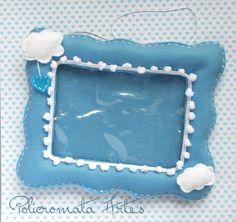 Porta retrato em feltro azul com nuvens / Picture frame in blue felt with clouds