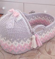 Baby Fashion Diy Free Pattern 26 Ideas For 2019 Crochet Bebe, Crochet For Kids, Crochet Dolls, Knit Crochet, Crochet Hats, Crochet Basket Pattern, Crochet Patterns, Baby Baskets, Moses Basket
