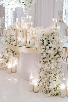 White Wedding Decorations, Luxury Wedding Decor, Elegant Centerpieces, Wedding Centerpieces, Wedding Ideas, Wedding Couples, All White Wedding, Elegant Wedding, Floral Wedding