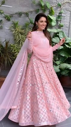 Com - Designer Dresses Short Muslim Wedding Dresses, Indian Gowns Dresses, Pakistani Bridal Dresses, Pakistani Dress Design, Party Wear Indian Dresses, Indian Attire, Indian Outfits, Eid Outfits, Indian Designer Suits