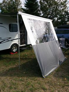 Coupe-vent à même l'auvent Travel Trailer Camping, Camping Life, Rv Life, Camper Remodeling, Remodeled Campers, 2013, Recreational Vehicles, Outdoor Gear, Trailer Tent