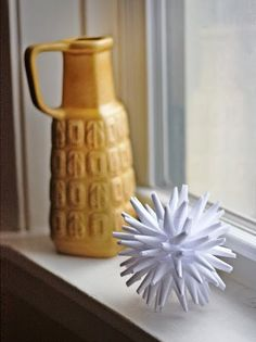 I love spiky starburst shapes, so I attempted a version of the traditional Polish porcupine ball. Here's how to make this cool 3D ornament—g...