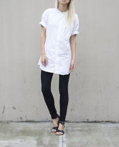 MINIMAL + CLASSIC: simple look with white shirt, jeans & sandals