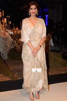 Sonam Kapoor looked effortlessly chic in an Anamika Khanna ensemble at  India Couture Week 2016 5a44c0af5