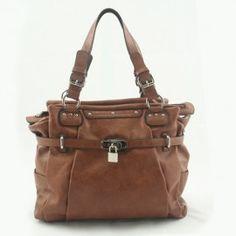 Momo 09 camel damestassen een luxe handtas met een stoere uitstraling for Eigentijdse buitenkant