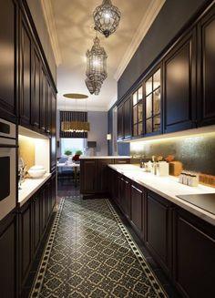Cuisine de style de style Classique par Natalia Solo Design Decor Interior Design, Interior Decorating, Small Galley Kitchens, Large Pots, Cuisines Design, Menu Restaurant, Rental Property, Home Goods, Sweet Home