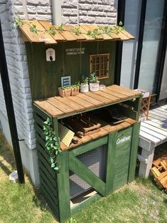 Cover on Air Conditioner Outdoor Unit Patio, Backyard, Broken Pot Garden, Air Conditioner Cover, Recycled Door, Potting Sheds, Potting Benches, Garden Deco, Summer Kitchen