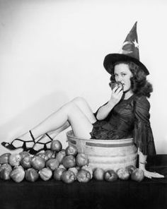 26 Best Vintage Halloween Costumes Inspiration23