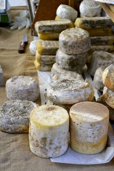 A -food related- glance at my french vacation in Auvergne Cheese Cave, Queso Cheese, Cheddar Cheese, A Food, Food And Drink, Types Of Cheese, Homemade Cheese, How To Make Cheese, Vegan Cheese