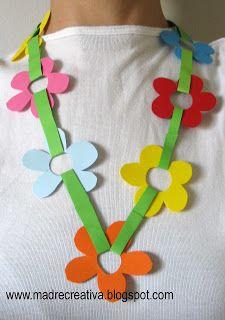Con goma eva de distintos tamaños y colores los niños podrán hacerse sus propios accesorios para la ropa, como por ejemplo collares, pulseras o cinturones.