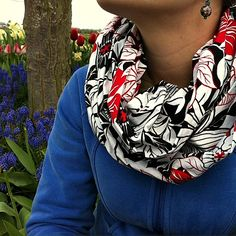 30 minute infinity scarf sewing tutorial pattern tons of photos and instructions from Sew Creative Quick and Easy Sewing Hacks, Sewing Tutorials, Sewing Projects, Sewing Patterns, Sewing Ideas, Sewing Tips, Quilting Tutorials, Fun Projects, Sewing Crafts