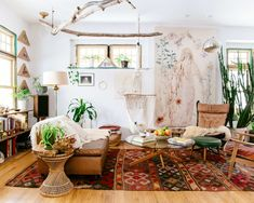 Looking for a Interieur Maison Hippie. We have Interieur Maison Hippie and the other about Maison Interieur it free. Boho Chic Living Room, Living Room Decor, Boho Room, Dining Room, Earthy Living Room, Hippie Living Room, Bohemian Living Spaces, Hippie House, Cozy Living